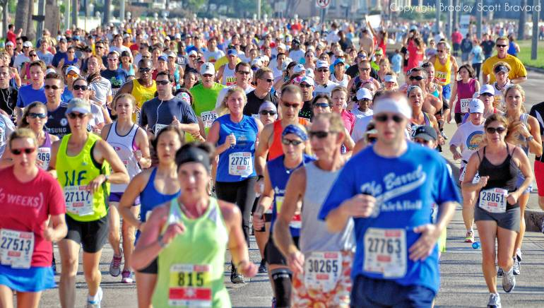 Many runners in half-marathon event